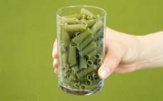 Szklanka makaronu z zielonego groszku
