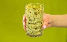 Szklanka ugotowanego makaronu z zielonej soi