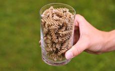 Szklanka makaronu żytniego świderki