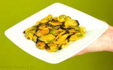 Porcja małży w sosie własnym