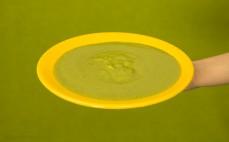 Porcja zupy krem z groszku z miętą Marwit