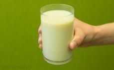 Szklanka mleczka sojowego o smaku waniliowym