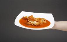 Porcja morszczuka w sosie pomidorowym
