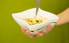 Porcja musli śliwkowo jabłkowego