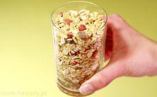 Szklanka musli orkiszowego bez dodatku cukru