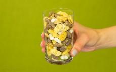 Szklanka musli bezglutenowego owocowo - czekoladowego