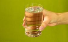 Szklanka niegazowanego napoju Arctic rabarbar i zielona kawa