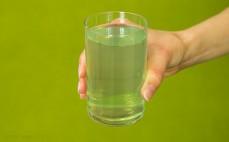 Szklanka napoju wieloowocowego Cytryna Limetka