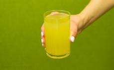 Szklanka napoju grejpfrutowo - pomarańczowego light