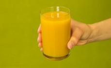 Szklanka nektaru brzoskwiniowego 30 % mniej cukru
