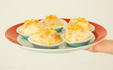 5 pączków pieczonych z marmoladą różaną i lukrem pomarańczowym