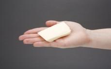 Plaster wegańskiego sera ala parmezan