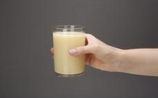 Szklanka bezalkoholowej pinacolady