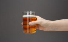 Szklanka piwa jasnego bezalkoholowego alk. 0,0 proc. obj.