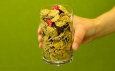 Szklanka płatków z pełnego ziarna pszenicy z malinami i żurawiną Fitella Diet