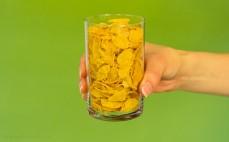 Szklanka płatków kukurydzianych bez dodatku cukru