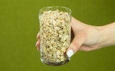 Szklanka płatków ze starożytnych zbóż - samopszy, płaskurki, orkiszu