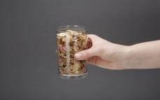 Szklanka pełnoziarnistych płatków zbożowych z owocami żurawina, borówka, jagody goji (nowa wersja)