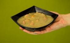 Porcja potrawki z żołądków w sosie śmietanowym