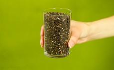 Szklanka czarnej komosy ryżowej quinoa
