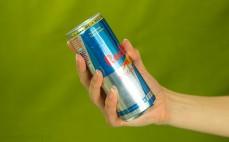 Porcja gazowanego napoju Red Bull sugarfree