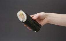 Sushi wrap roll dog z łososiem pieczonym