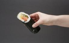 Sushi wrap roll dog z łososiem wędzonym