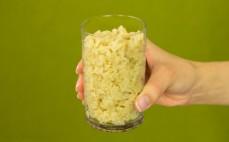 Szklanka ugotowanego słodkiego brązowego ryżu