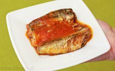 Porcja sardynek w sosie pomidorowym