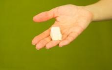 Plaster kremowego sera topionego z szynką