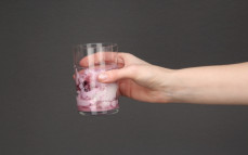 Skyr jogurt typu islandzkiego czerwona-czarna porzeczka, 0% tłuszczu, o wysokiej zawartości białka