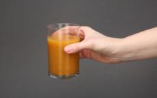 Porcja smoothie marchew, pomarańcza, imbir