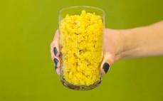 Szklanka ugotowanej żółtej soczewicy