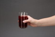 Szklanka soku z buraków i selerów kiszonych