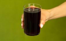 Szklanka napoju wiśniowego