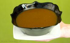 Porcja sosu pieczeniowego ciemnego