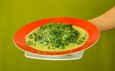 Porcja szpinaku w sosie śmietanowym