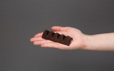 5 trójkątów czekolady Toblerone ciemnej