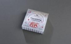 Roślinny produkt z orzechów nerkowca z suszonym pomidorem i czosnkiem niedźwiedzim