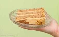 Kawałek tortu orzechowego