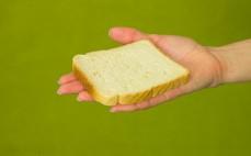 Kromka chleba tostowego maślanego