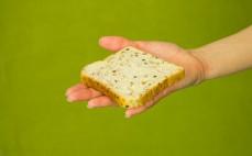 Kromka chleba tostowego trzy ziarna