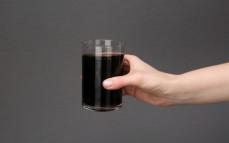 Szklanka napoju vegan cola