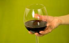 Porcja czerwonego półsłodkiego wina bezalkoholowego