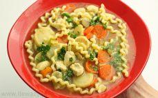 Porcja zupy z pieczarkami