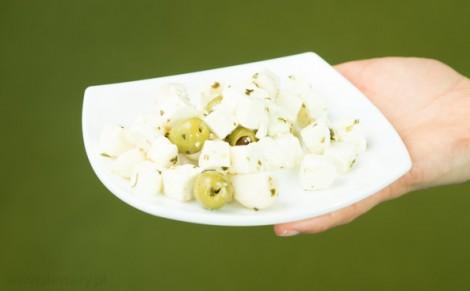 Ser Arla Apetina typu śródziemnomorskiego z oliwkami i czosnkiem
