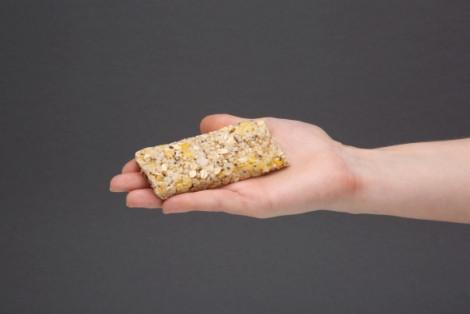 Baton zbożowy z wiórkami kokosowymi i chia, zero dodatku cukru