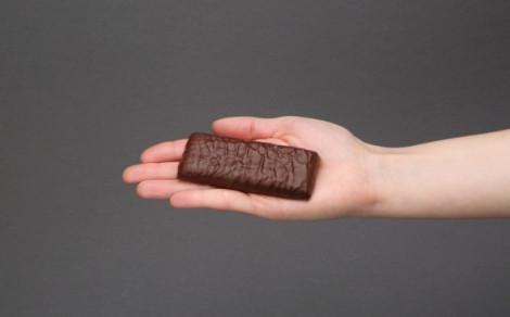 Baton Proteinowy BA after training, oblany czekoladą, z dodatkiem liofilizowanych i prażonych orzeszków ziemnych