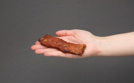 Baton mięsny, pieczony, z dodatkiem cielęciny, żurawiny, pestek słonecznika