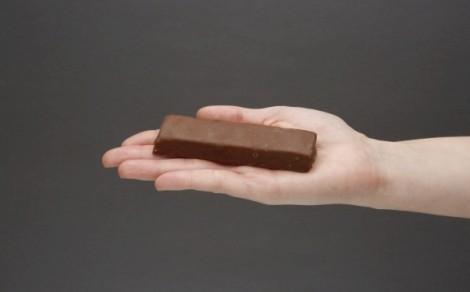Baton proteinowy o smaku karmelowym w polewie kakaowej